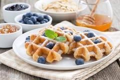 Очень вкусные waffles для завтрака, горизонтальные Стоковое Фото