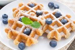 Очень вкусные waffles для завтрака на плите, конца-вверх Стоковые Изображения