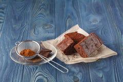 Очень вкусный вегетарианский кусок пирожного для гурмана на деревянном столе Стоковое фото RF