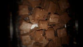 Очень вкусный домодельный старомодный fudge плавить-в-ваш-рта молочного шоколада стоковое изображение rf