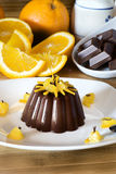 Очень вкусный десерт шоколада с оранжевыми кусками Стоковые Изображения