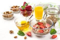 Очень вкусный завтрак на таблице Стоковые Фотографии RF