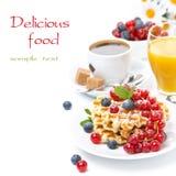 Очень вкусный завтрак с waffles, ягодами, апельсиновым соком Стоковое фото RF