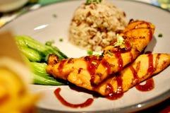 Очень вкусный зажаренный в духовке обедающий цыпленк цыпленка Стоковое Изображение RF