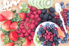 Очень вкусный здоровый фруктовый салат ягоды Стоковое фото RF