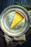 Очень вкусный лимон, пирог известки кисло Атмосфера ресторана или кафа Винтаж стоковое изображение