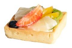 Очень вкусный, пирог клубники, ананас, киви, оранжевые голубики стоковые фото