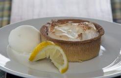 Очень вкусный пирог меренги лимона Стоковые Изображения