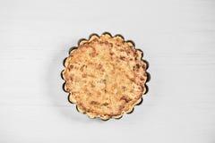Очень вкусный пирог сметаны на деревянной светлой предпосылке Стоковая Фотография