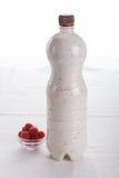 Очень вкусный плодоовощ, греческий югурт и parfaits granola на белой предпосылке Стоковая Фотография RF