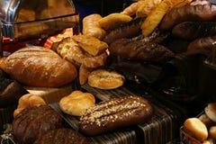 Очень вкусный ресторан пекарни пирожных плюшек свежего хлеба стоковые фото