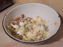 Очень вкусный салат мяса сердца и яйца стоковые фотографии rf