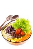 Очень вкусный салат на шаре с деревянными ложкой и вилкой Стоковые Фотографии RF
