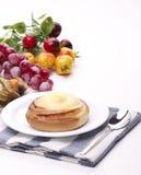 Очень вкусный сладостная cream плюшка Стоковые Фото