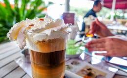 Очень вкусный сметанообразный кофе льда в кафе Стоковые Изображения RF