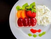 Очень вкусный служат салат свежих фруктов, который стоковое фото rf