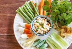 Очень вкусный тайский посоленный затир погружения chili яичка пряный с овощами Стоковые Изображения RF