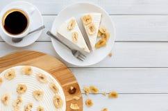 Очень вкусный торт банана на таблице Стоковое Изображение RF
