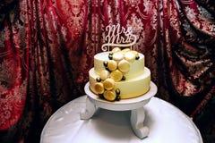 Очень вкусный торт для wedding на таблице Стоковое фото RF