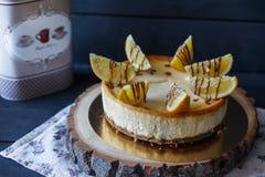 Очень вкусный торт с клин апельсина и соусом шоколада Стоковые Изображения