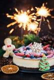 Очень вкусный чизкейк имбиря рождества с свежим decorat ягод стоковое фото