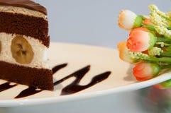 Очень вкусный шоколадный торт банана на таблице Стоковое фото RF
