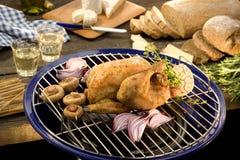 Очень вкусный BBQ жареного цыпленка с хлебом Стоковая Фотография RF
