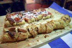 Очень вкусный flatbread пиццы Стоковые Изображения RF