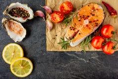 Очень вкусный salmon стейк Взгляд сверху стоковое изображение rf