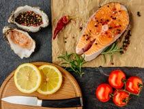 Очень вкусный salmon стейк Взгляд сверху стоковая фотография