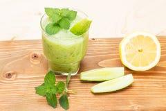 Очень вкусный smoothie мяты лимона огурца стоковое изображение
