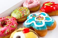 6 очень вкусных и красочных donuts Стоковое Изображение