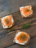 3 очень вкусных сандвича с копчеными семгами Стоковая Фотография
