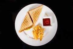 2 очень вкусных сандвича с фраями и соусом Стоковые Фотографии RF