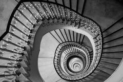 Очень глубокая винтовая лестница Стоковое фото RF