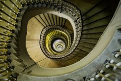 Очень глубокая винтовая лестница Стоковая Фотография RF