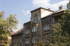 Очень загубленный строя фасад в Сараеве, после войны Стоковая Фотография RF