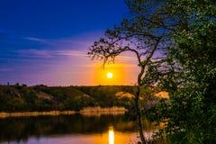 Очень красивые и красочные ландшафты ночи и вечера над рекой Seversky Донцом в зоне Ростова Богатое залитое лунным светом sunse Стоковые Изображения RF