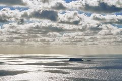 Очень красивый вид необжитого острова стоковая фотография rf
