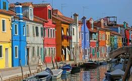Очень красочные дома на острове Burano в Венеции в northe Стоковые Фотографии RF