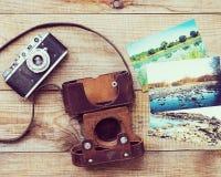 Очень старая камера фильма и старое foto Стоковое Изображение