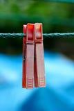 2 очень старое и используемые зажимки для белья на веревочке Стоковые Изображения