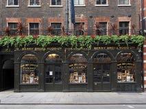 Очень старый винный магазин, Лондон, 2013 стоковое изображение rf