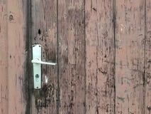 Очень старый деревянный и выдержанный коричневый парадный вход Стоковые Изображения