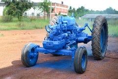 Очень старый трактор в поле Стоковые Фотографии RF