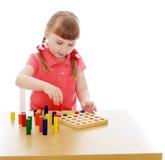 Очень умная блондинка девушки в детском саде Montessori Стоковое Фото