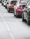 Очередь автомобиля в плохой дороге движения Стоковая Фотография RF