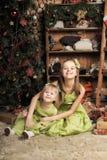 2 дочери в зеленом платье Стоковые Фото