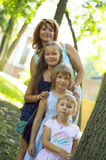 3 дочери с матерью Стоковые Фото