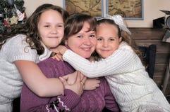 2 дочери с матерью Стоковые Фотографии RF
